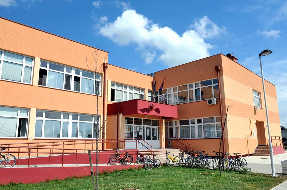 osnovna skola marija trandafil veternik slika skole