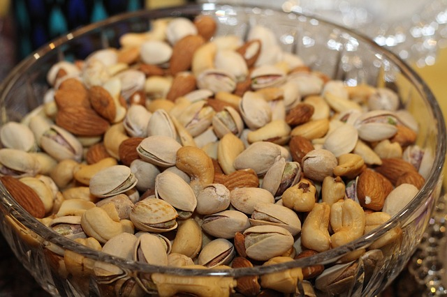 nuts-891792_640