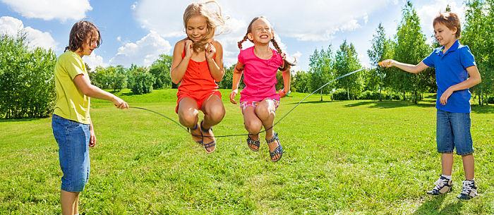 """Kad imaju odgovarajuće """"rekvizite"""" deca umeju jako dobro da se zabave!"""