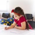 devojcica pise