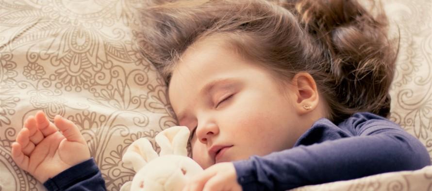 Jednostavno i brzo: Izračunajte koliko bi vaše dete trebalo da spava!