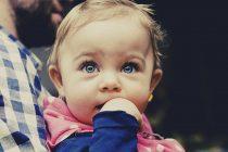 Zašto bebe uglavnom imaju plave oči?