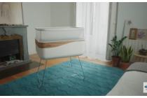 Krevetić za bebe koji simulira vožnju