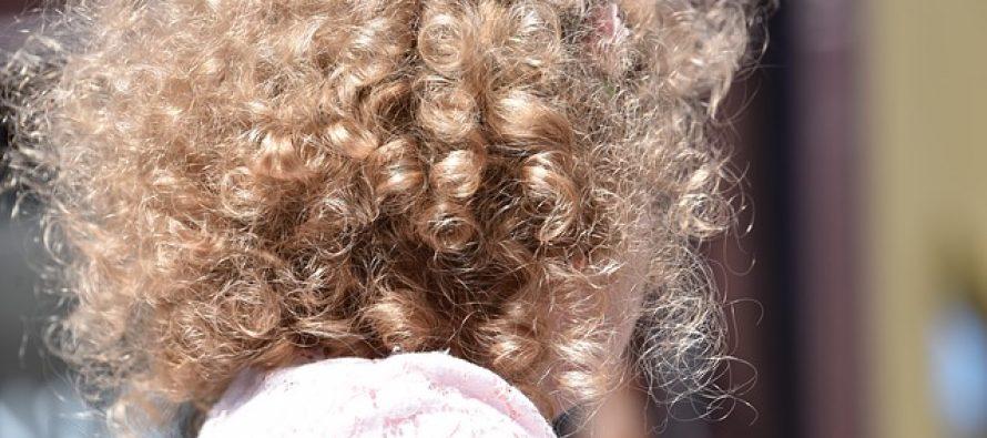 Zašto se nekima kosa kovrdža?