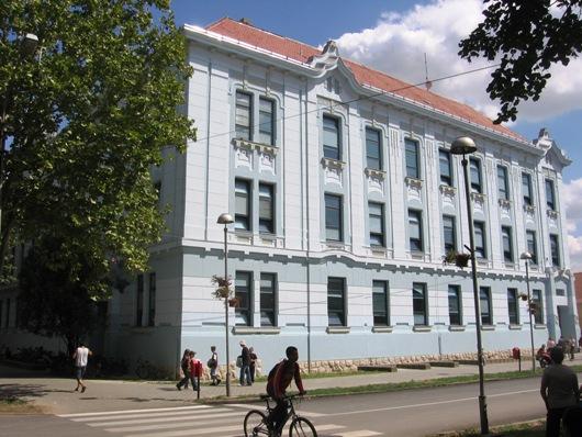 Osnovna škola Miloje Ćiplić Novi Bečej foto skole