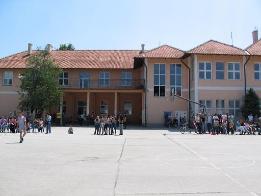 osnovna skola branko radicevic lugavcina slika skole