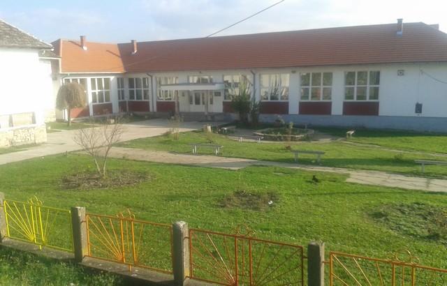 osnovna skola u debrcu