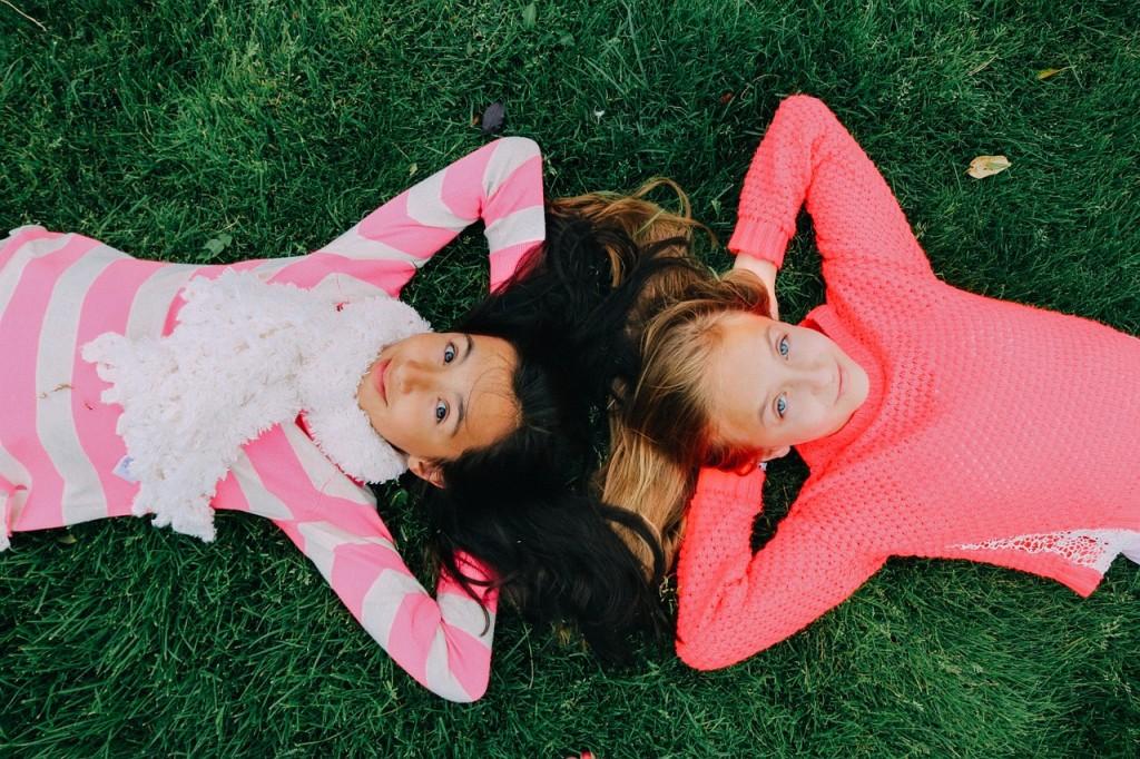 dve devojcice