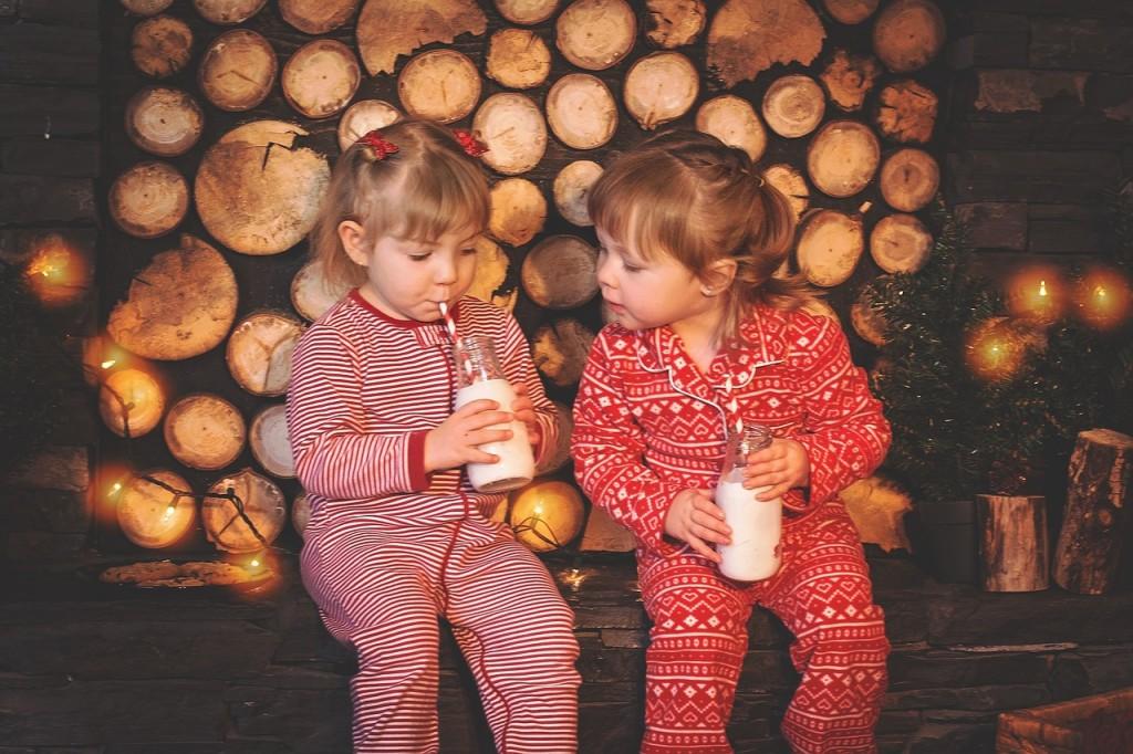devojcice piju mleko