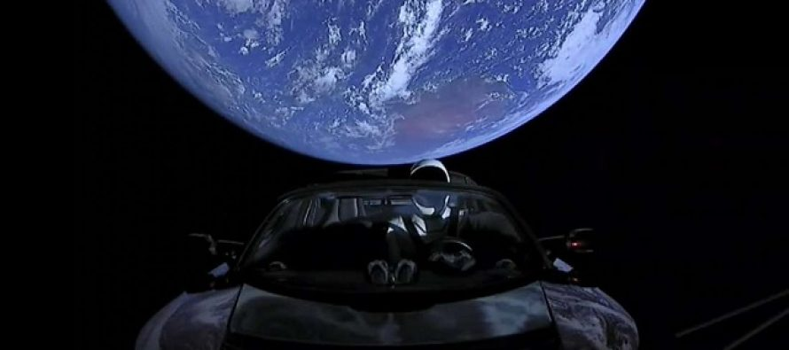 Svemirski auto Ilona Maska promenio putanju?